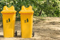 Yellow recycle bin in park Royalty Free Stock Photos