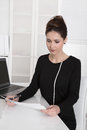 Young business woman reading paper sitting at desk Royalty Free Stock Photos