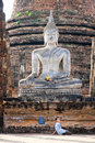 Young chilren under Buddha Statue,  Sukhothai, Tha Stock Images