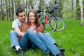 Young couple resting in a park Royalty Free Stock Photos