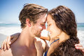 Young couple romancing on the beach a sunny day Royalty Free Stock Photos