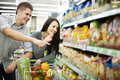 Young couple shopping at supermarket Royalty Free Stock Photos