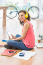 Young creative businesswoman holding a tablet while looking at the camera Royalty Free Stock Photos