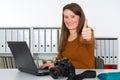 Mladý žena fotograf