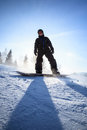 Young man snowboarding down a slope Royalty Free Stock Photos