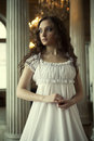 Dame weiß kleiden