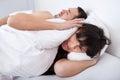 Giovane donna e suo russare