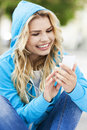 Young woman with mp player smiling Royalty Free Stock Photos