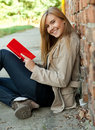 Young woman reading book Royalty Free Stock Photography