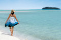 Young woman visit aitutaki lagoon cook islands walks on Royalty Free Stock Photos