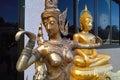 złotych posągów