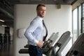 Zakenman running on treadmill Royalty-vrije Stock Foto's