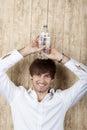 Zakenman with water bottle op hoofd Royalty-vrije Stock Afbeelding