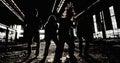 Zespół rockowy grupowa fotografia w zaniechanej przemysłowej sala Obrazy Royalty Free
