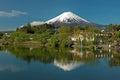 Zet Fuji van meer Kawaguchiko in Japan op Royalty-vrije Stock Foto