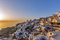 Zonsondergang in stad van oia santorini tira island cycladen Stock Foto's