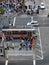 Stock Image :  Εναέρια άποψη του πλήθους των ανθρώπων που διασχίζουν την οδό για να φτάσει σε ballpar