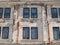 Stock Image :  Οξυδωμένα εγκαταστάσεις παράθυρα φυλακών στον εξωτερικό τοίχο