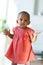 Stock Image :  Πορτρέτο λίγου μικρού κοριτσιού αφροαμερικάνων που χαμογελά - ο Μαύρος