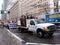 Stock Image :  Σύνολο φορτηγών του διαμαρτυρομένου και των διαμαρτυρομένων που περπατούν πίσω από τους τη λαβή