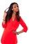 Stock Image : όμορφες μαύρες νεολαίες γυναικών φορεμάτων κόκκινες