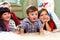 Stock Image : Группа в составе счастливые малыши миря tv дома