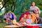 Stock Image :  Группа в составе счастливые дети на пикнике лета