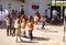 Stock Image : Молодые студенты на спортивной площадке на школе готовой для того чтобы выйти