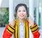Stock Image :  Постдипломная тайская ученица колледжа держит поляков и