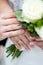 Stock Image : Руки с кольцами пары свадьбы