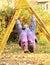 Stock Image : 垂悬在爬升套架的微笑的女孩