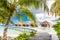 Stock Image :  Arrosez les pavillons avec le beaux ciel bleu et mer en Maldives