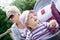 Stock Image :  Bebê no chapéu do sol com sua mãe nova