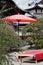Stock Image :  Czerwony parasol w ogródzie