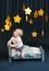 Stock Image :  De Tijd van het babybed met Sterren en Mobiel