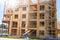 Stock Image :  Edificio de madera bajo construcción con el trabajador