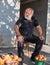 Stock Image :  Gruzińskie mężczyzna sprzedawania owoc w rynku