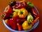 Stock Image :  Heldere kleurrijke paprika's die op wit worden geïsoleerdb