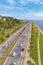 Stock Image :  Het drijven aan aard op vierbaansweg in een zonnige dag