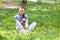Stock Image : Het meisje van Beatuful bij de tuin