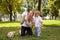 Stock Image : Het spelen van de moeder met kind in het park