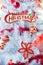 Stock Image : Kerstmis rode ballen en decoratie op witte boom