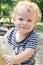 Stock Image : Kind, de Zomer van de Peuter, de Speelplaats van de Lente