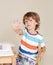 Stock Image :  Kind die op School Vraag beantwoorden