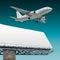 Stock Image :  Lijnvliegtuig en aanplakbord