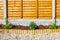 Stock Image :  Nueva frontera ajardinada del jardín del pedazo de madera
