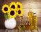 Stock Image :  Słonecznikowy olej i kwiaty