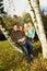 Stock Image : Szczęśliwy Rodzinny Odpoczywać Outdoors podczas ładnego dnia w sezonie jesiennym