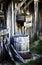 Stock Image : Vecchio granaio con il barilotto ed il geranio di pioggia