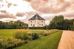 """ d'""""Star†de parc et de château sur la montagne blanche à Prague, République Tchèque Photo libre de droits"""